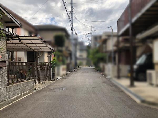 枚方市翠香園町の売土地(前面道路)