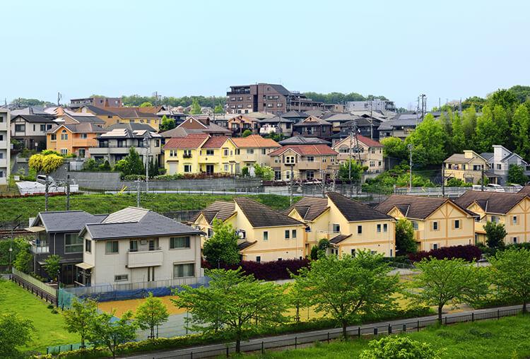 分譲地に建つ分譲住宅
