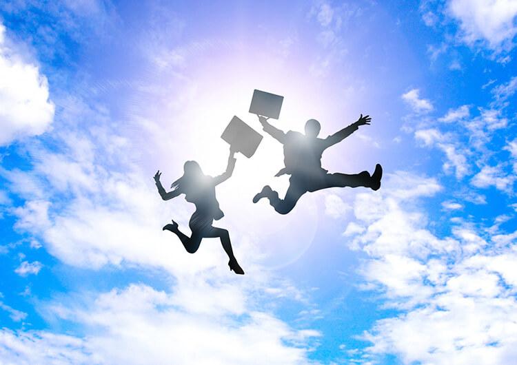 飛躍する住宅会社のスタッフ