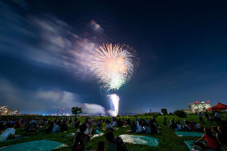 7時30分から打ち上げられた花火に歓声が沸き起こり、約10分間ほど観客はくらわんか花火に酔いしれました。