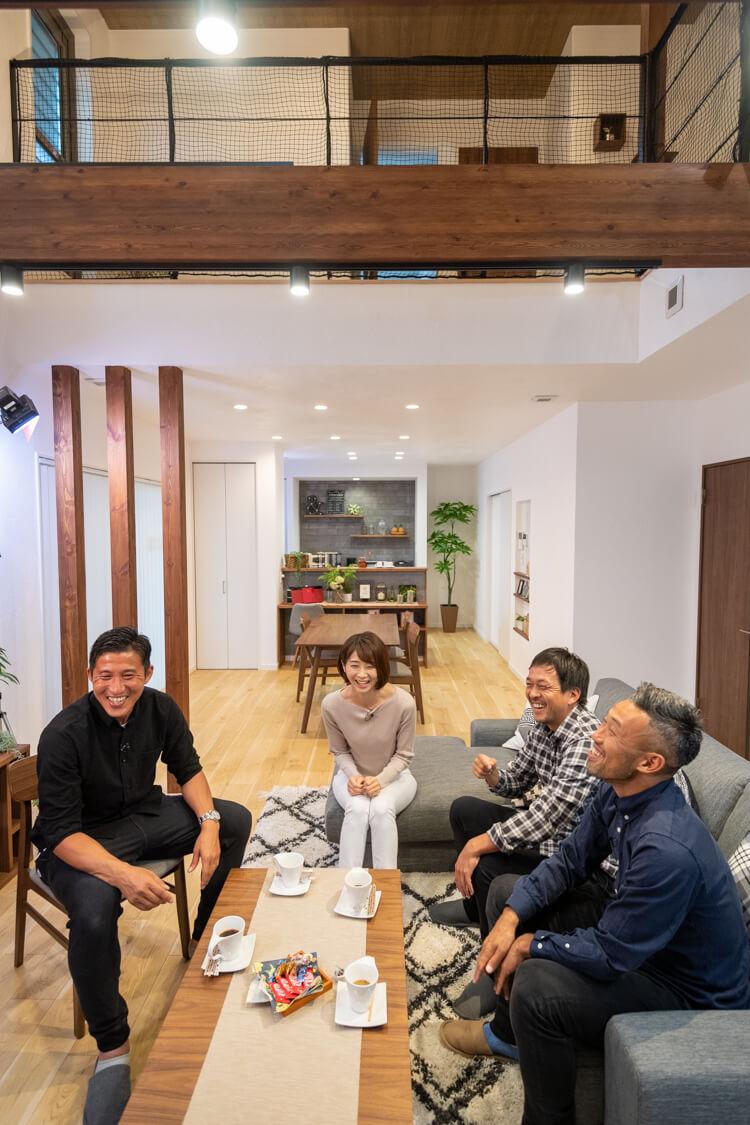 当社の注文住宅の魅力を伝える動画を制作。出演者は左から。FCTIAMO枚方の野沢選手(元鹿島アントラーズ)、村田千弥さん(アナウンサーから現在はタレントへ。KBS京都のキラキン!に出演中)、二川選手(元ガンバ大阪)、田中キャプテン(元ヴィッセル神戸)です。