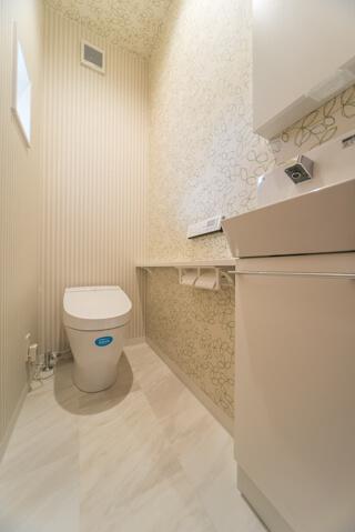 トイレの壁紙もお気に入り(京都U様邸 注文住宅)