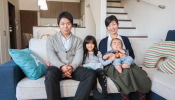 大阪の注文住宅 I様ご家族で記念撮影