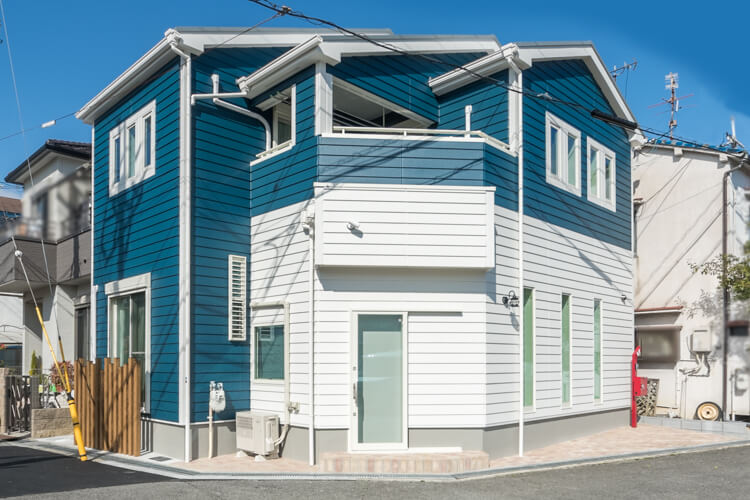 大阪Y邸 – 明るいアーリーアメリカンスタイルの家