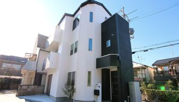 """大阪N邸 - """"美""""が輝くアールデザインの3階建て住宅"""