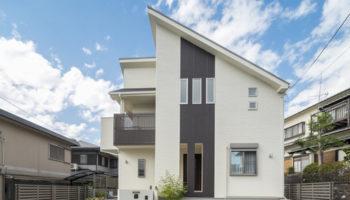 大阪K邸 - スタイリッシュな内外装 2階リビングの家
