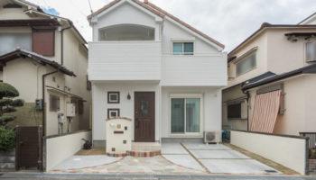 大阪M邸 - リビング階段がにあう南欧風のモダンな家