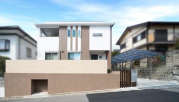 京都S邸 - 明るい玄関に収納 間口の広いシンプルモダン
