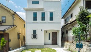 大阪I邸 - ヨーロッパの宮殿のよう 2~3階が吹き抜けの家