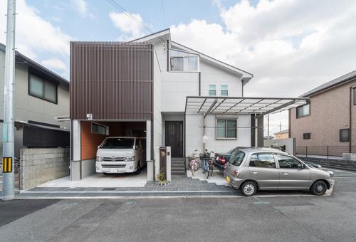 京都T邸 – 露天風呂とビルトインガレージのある家