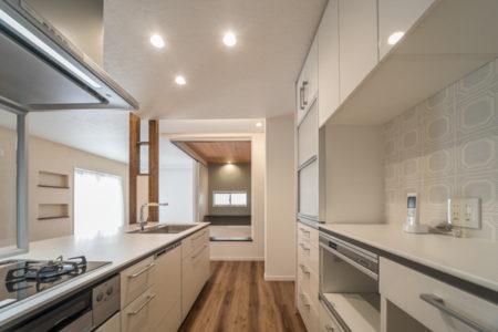 キッチンはTOTOのクラッソ。カップボードとコーディネートされています。