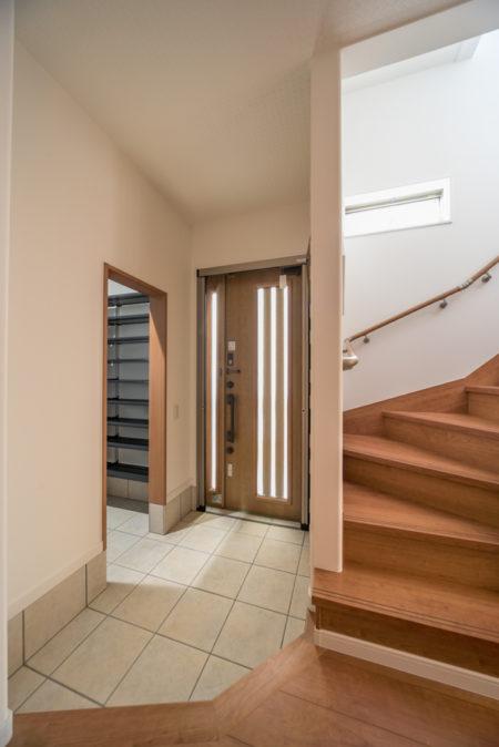 玄関の横に便利なシューズクロークが設置されました。