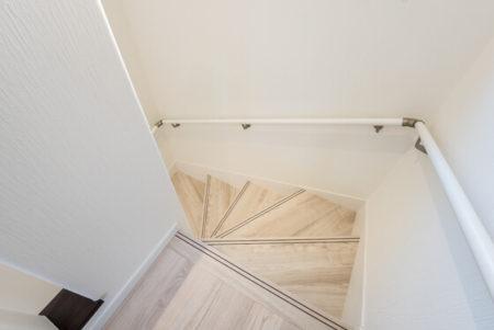 階段の床にDフロアのチェスナット