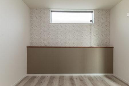 寝室にふかし腰壁