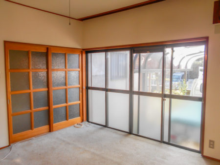 絨毯と室内建具と壁も全て解体撤去