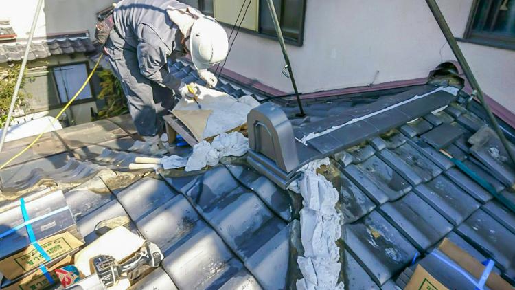 大阪のリノベI邸 – 棟瓦と水切りを交換して屋根を補修
