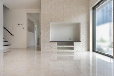 テレビボード・テレビ台は造作で壁を作り、設置予定のTVサイズにフィットするように開口を開けてもらいました。