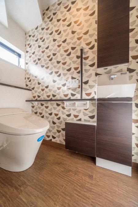 圧迫感を感じないようにトイレにふかし壁