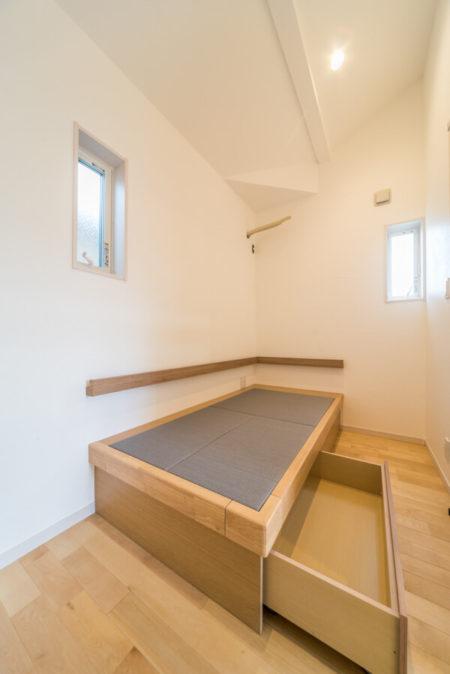 パナソニック、畳コーナー収納の「畳が丘」を採用されました。これは、ベッドとして利用されます。
