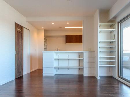 お子様の絵本などを収納できるように、可動棚と収納BOXをご提案。