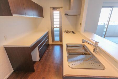 キッチンはタカラスタンダードのI型キッチン、カップボードはセパレートタイプをチョイス。