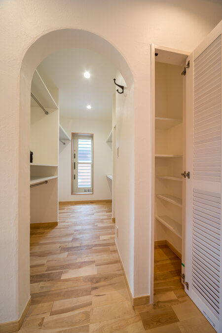「おこもりできる小さな空間を」ということで1.5帖のスペースを書斎として確保