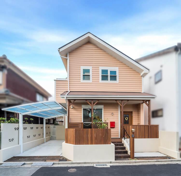 大阪A邸 – 自然素材に囲まれた西海岸風の家