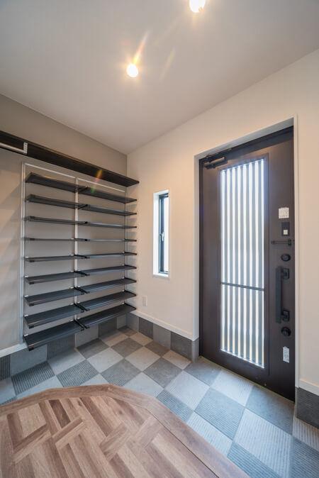 オープンスタイルの玄関収納(大阪府枚方市の注文住宅)