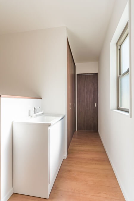 2階のホールに簡易洗面台
