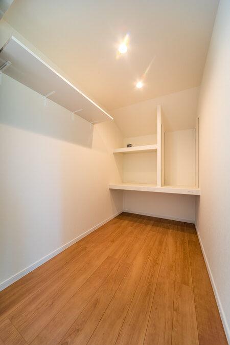 収納物のサイズを計測して事前に計画(2階の納戸)