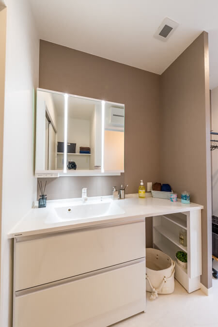 パウダリースペースを兼ね備えた洗面台