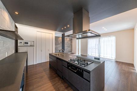 キッチン「リシェルSI」は、キッチンの天板が「セラミックトップ」を採用していることが人気の秘密でもあります。