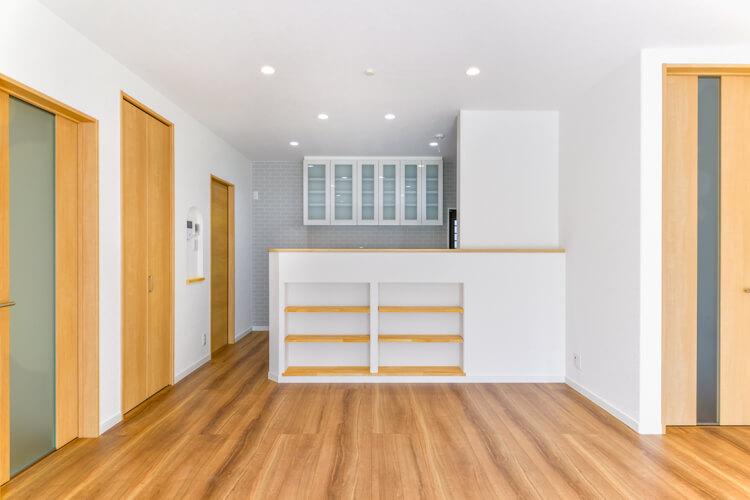 部屋や水回りへI型対面式キッチンを中心にらくらく移動