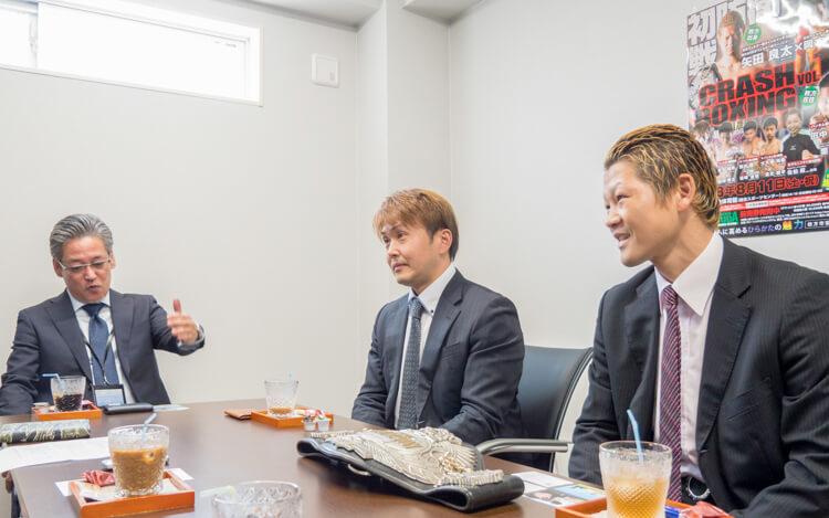本石会長と矢田良太チャンピオン、川端社長