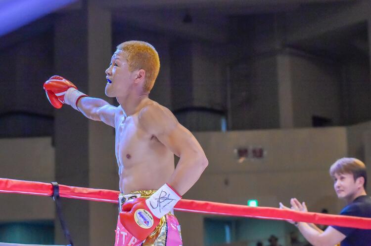 選手紹介から気合がはいる矢田チャンピオン