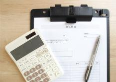 電卓と住宅の見積書